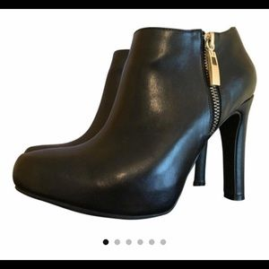 Marc Fisher ankle booties 6.5